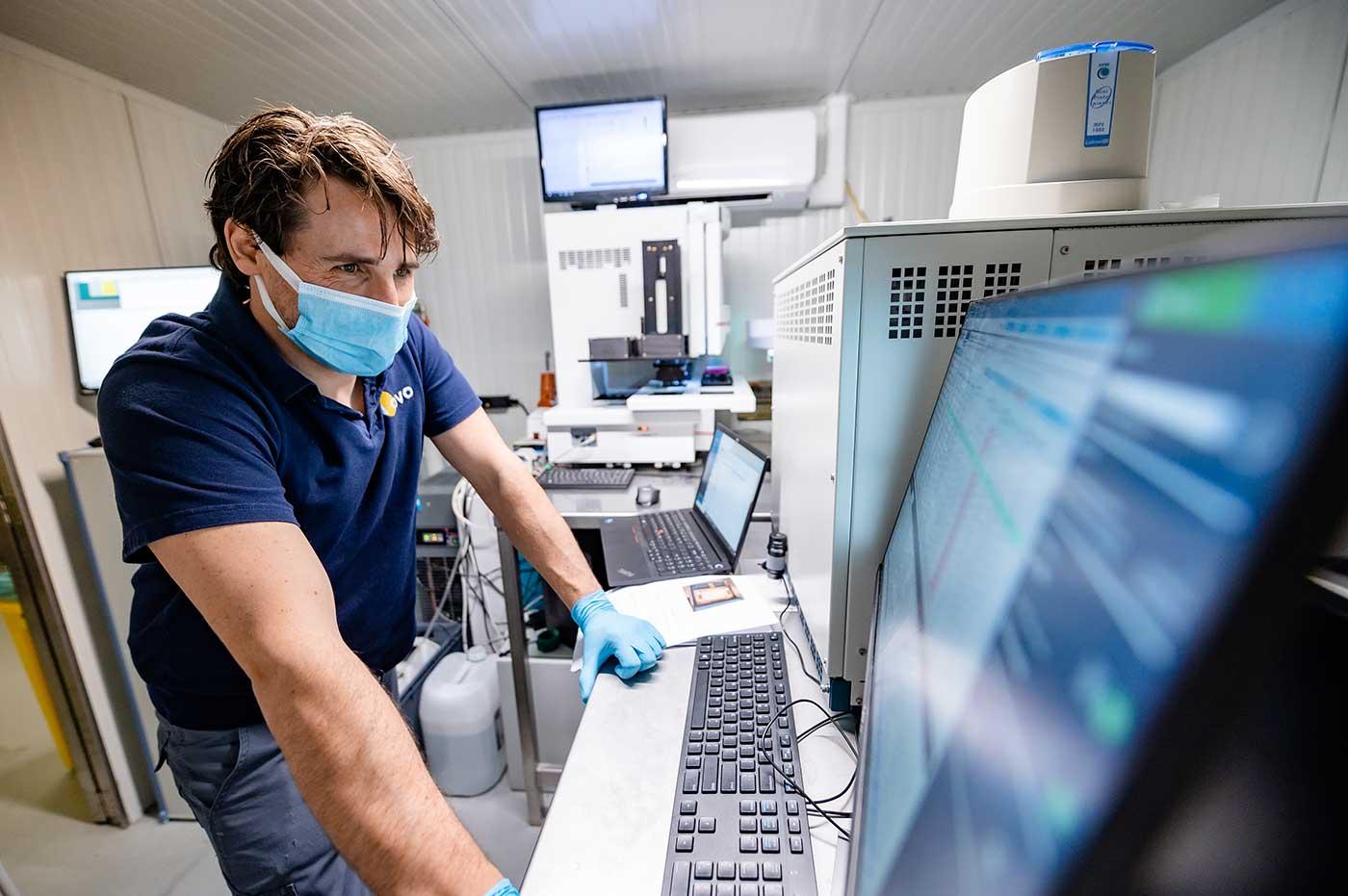 In Ovo eggspert Hugo checks mass spectrometry analyses
